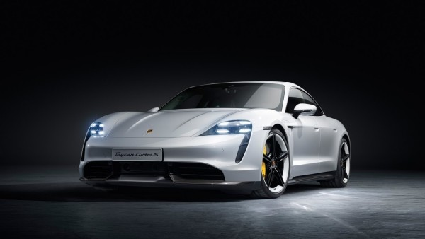 Porsche und Lucasfilm entwerfen ein Star Wars Raumschiff taycan sportauto inspiriert