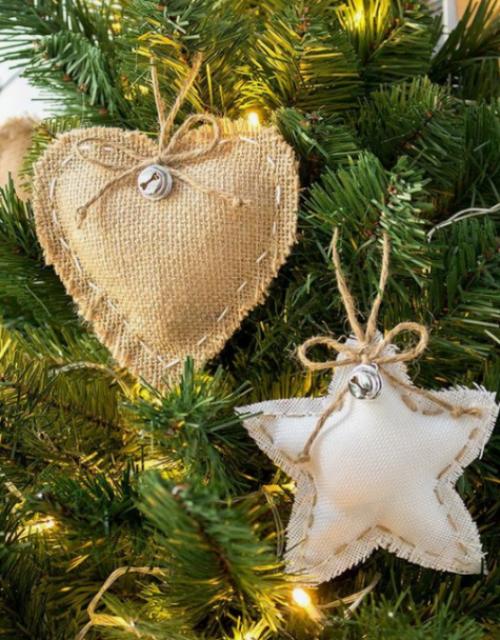 Rustikale Weihnachtsdeko Stern Herz aus Hanf alte Stoffreste am Christbaum