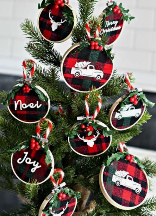 Rustikale Weihnachtsdeko kleine Christbaumornamente aus kariertem Stoff basteln