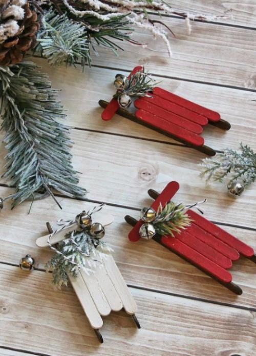 Rustikale Weihnachtsdeko kleine Schlitten aus Eisstielen basteln