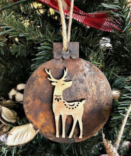 Rustikale Weihnachtsdeko selber basteln aus Alt mach Neu Ornament mit Hirsch