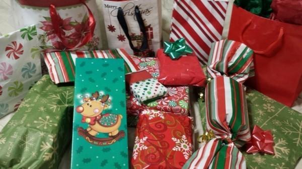 Schrottwichteln Geschenke Weihnachtsparty Geschenkaustausch witzige Schrottgeschenke