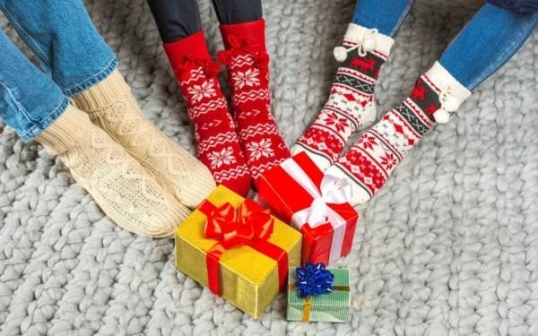 Schrottwichteln regeln Geschenke Ideen Weihnachtsparty Geschenkaustausch