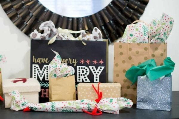 Schrottwichteln regeln Weihnachtsparty Geschenke witzige Schrottgeschenke