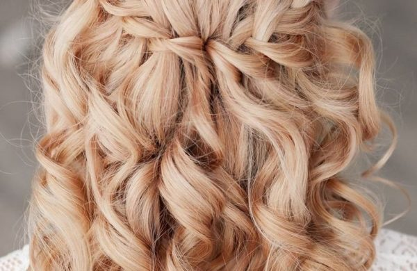 Wasserfall Frisur locken langes Haar Damen