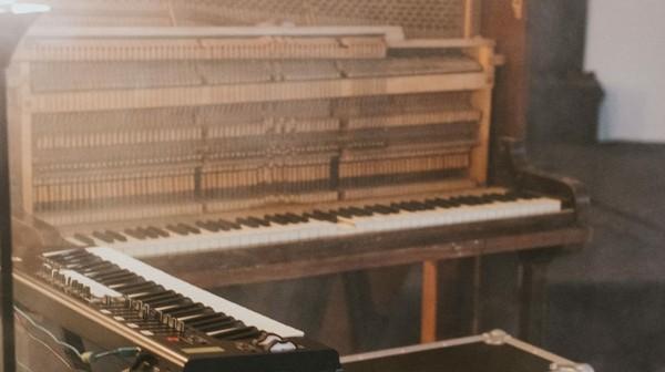 akustisches klavier vs e-piano