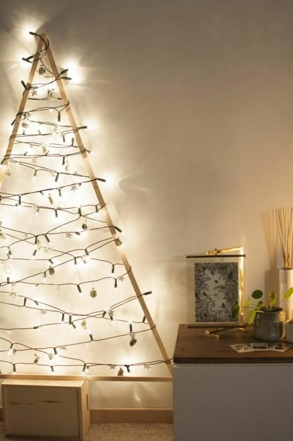 alternativer weihnachtsbaum mit lichterketten