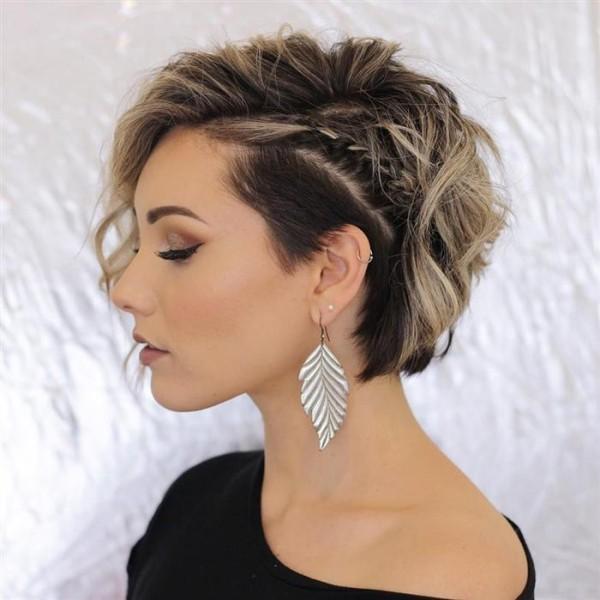blond und braun - Haartrends 2020 Pixie Frisur