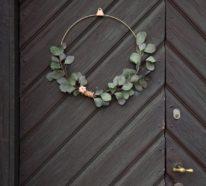 Weihnachtskranz an der Tür als moderne Deko – so klappt es!