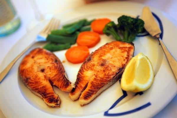 gesunde ernährung teller gesundes essen