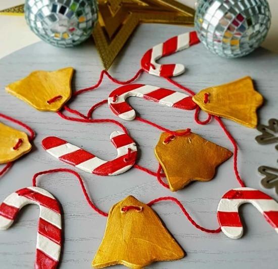 glöckchen und zuckerstangen aus kaltporzellan weihnachtsdeko selber machen