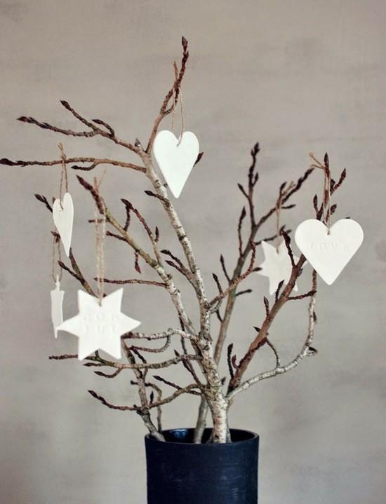 minimalistischer weihnachtsschmuck aus kaltporzellan