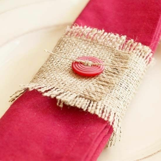 rustikale weinachtchtsdeko serviettenringe mit rupfen