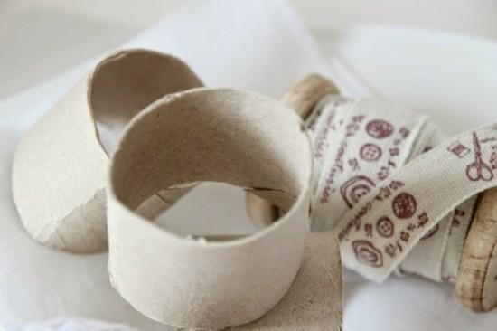 serviettenringe basteln mit klorollen und stoff