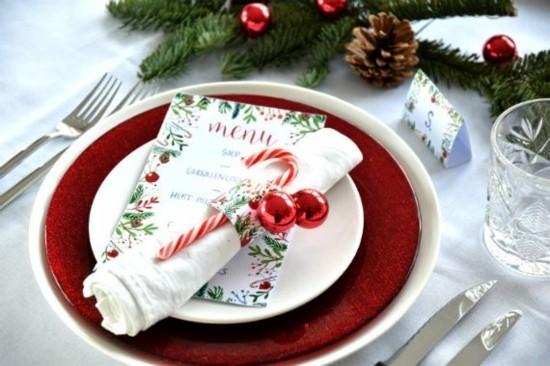 serviettenringe weihnachten basteln mit geschenkpapier zuckerstange