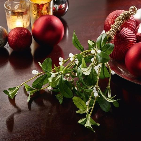 stimmungsvolle weihnachtsdeko mistelzweig
