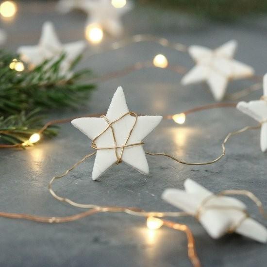 weihnachtssterne basteln aus kaltporzellan und golddraht