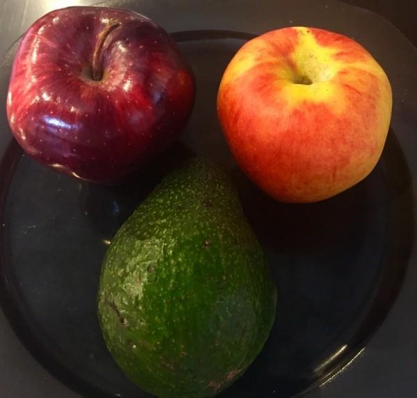 winteerfruechte äpfel und avocado