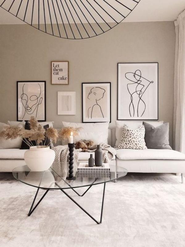 Aktuelle Farbpaletten im Wohnzimmer 2020 moderne Bilderwand weiß schwarz Eleganz in neutralen Farben
