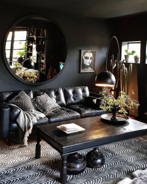 Aktuelle Farbpaletten im Wohnzimmer 2020 verschiedene Graunuancen gemusterter Teppich Bild Ledersofa Spiegel