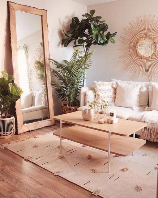 Aktuelle Farbpaletten im Wohnzimmer 2020 warmes gemütliches Zimmer viele Grünpflanzen