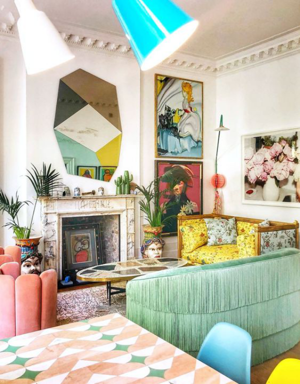 Aktuelle Farbpaletten im Wohnzimmer 2020 zu viele leuchtende Farben belasten die Sinne anstatt zu beruhigen