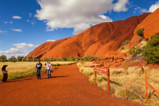 Australien 7 Sehenswürdigkeiten der rote Felsen im Nationalpark Uluru-Kata Tjata
