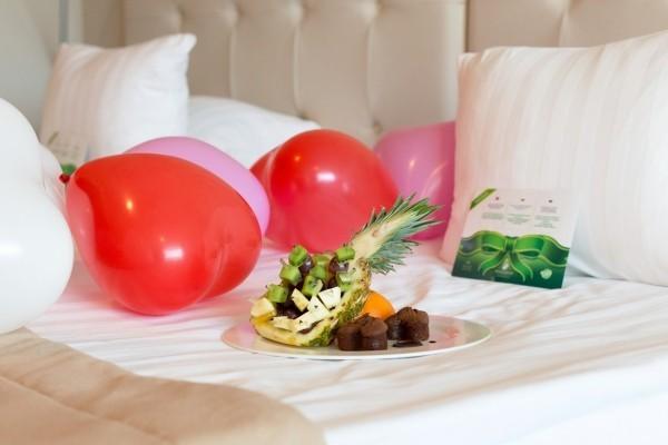 Bettgestaltung - tolle Ideen für den Valentinstag Frühstück