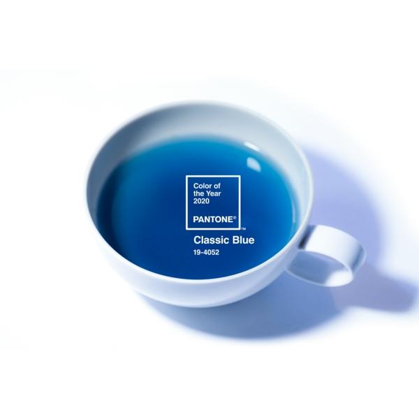 Classic Blue Pantone Farbe des Jahres 2020 Teetasse