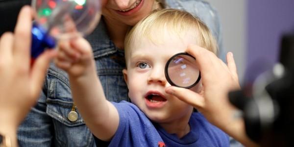 CureSight ist ein geniales System, das Schwachsichtigkeit durch Fernsehen heilt augentest beim baby amblyopie