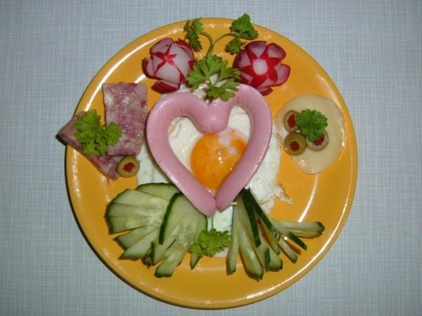 Gemüse und andere leckere Ideen - Valentinstag Frühstück