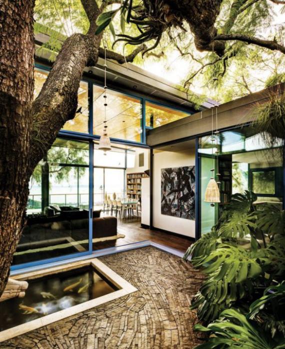 Innenhof stilvoll gestalten Entspannungsoase viel Grün keine Grenzen zwischen drinnen und draußen