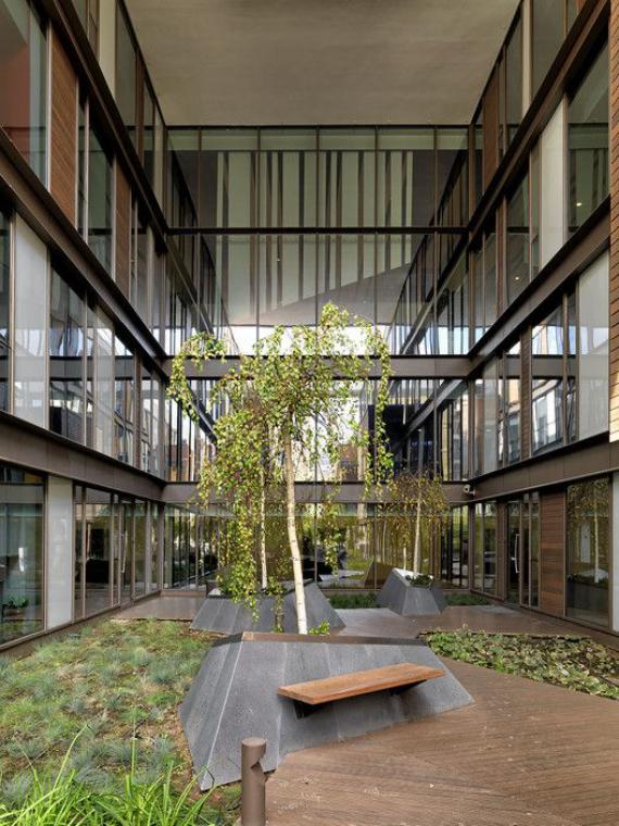 Innenhof stilvoll gestalten minimalistisches Gestaltungskonzept nach japanischer Art keine blühenden Pflanzen