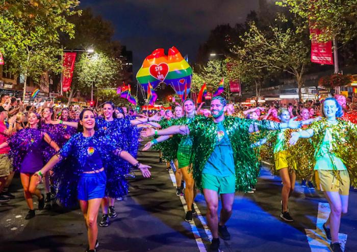 Mardi Gras Karneval feiern auf Amerikansich Umzug viele Teilnehmenr Touristen in New Orleans