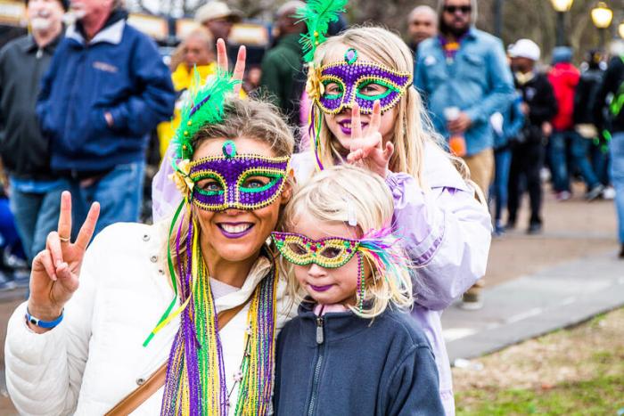 Mardi Gras Karneval feiern auf Amerikansich das Französische Viertel French Quater Partymeile in New Orleans