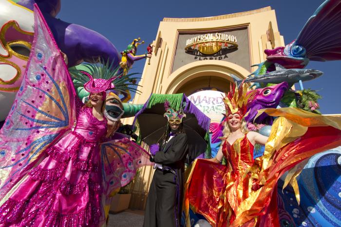 Mardi Gras Karneval feiern auf Amerikansich viele Teilnehmenr Touristen in New Orleans