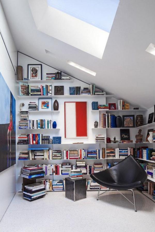 Moderne Hausbibliothek Raum unter der dachschräge kreativ cool gestalten