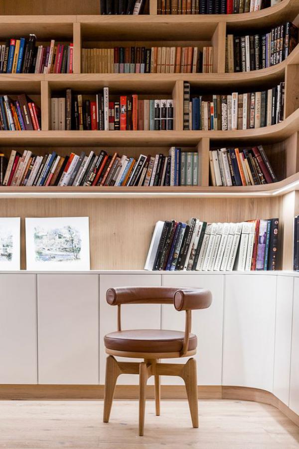 Moderne Hausbibliothek rundes Design Sessel Gemütlichkeit pur