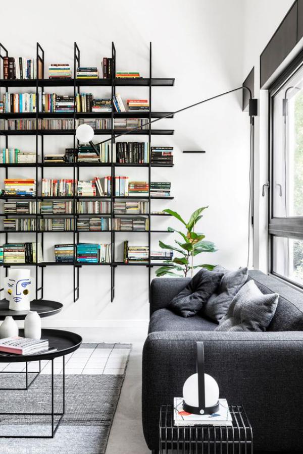 Moderne Hausbibliothek schwimmende Regale coole Lösung im Interieur