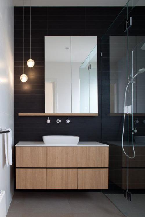 Modernes Licht im Bad kleiner Raum Waschtisch beleuchtet Hängeleuchten