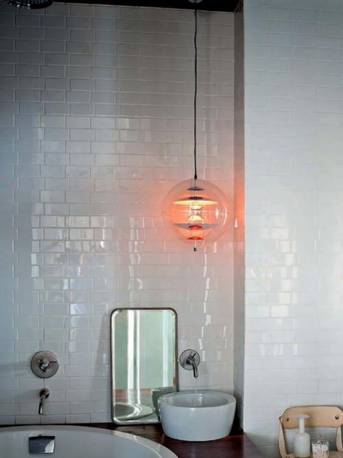 Modernes Licht im Bad minimalistisches Design