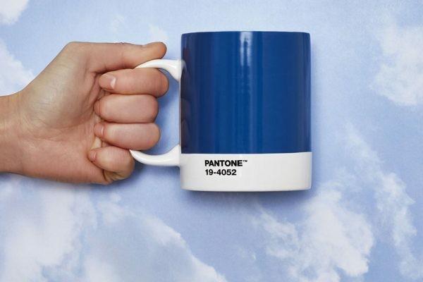 Pantone Farbe des Jahres 2020 Tasse Classic Blue