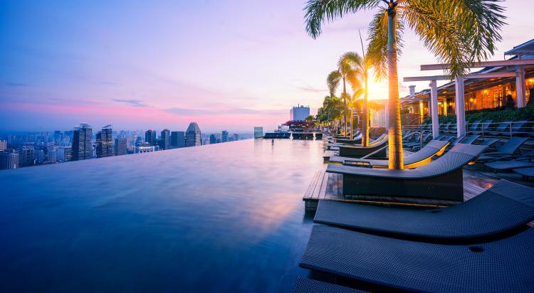 Reiseziele 2020 11 Millionen Touristen im Jahr Urlauber und Geschäftsleute Wolkenkratzer in der Weite