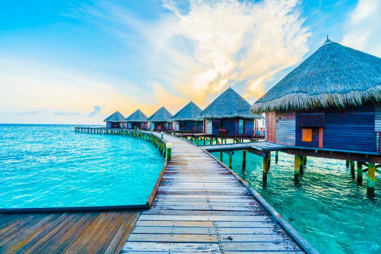 Reiseziele 2020 Urlaub auf den Malediven Holzhäuser für Touristen am Wasser
