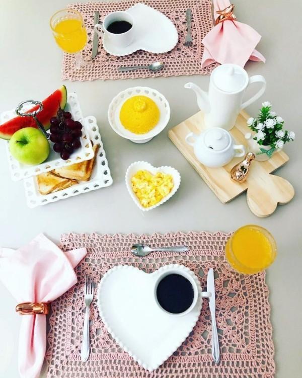 Valentinstag Frühstück - Ordnung auf dem Tisch