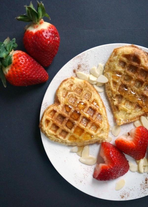 Valentinstag Frühstück Waffeln zum Frühstcück