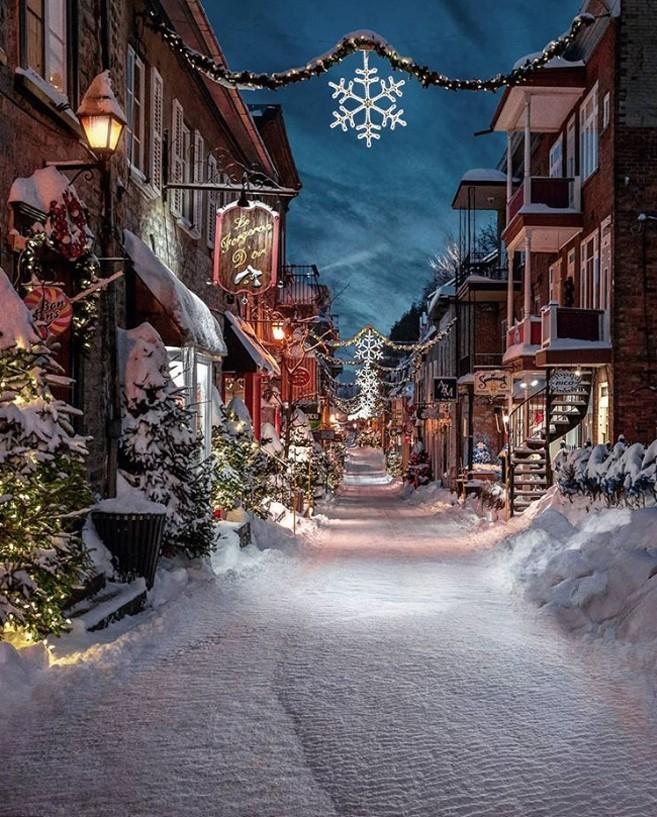 Winterwunderland Quebec City Kanada schneebedeckte Straßen sehr romantische Atmosphäre
