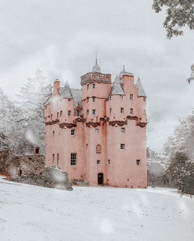 Winterwunderland schottische Turmburg Craigievar Castle Alford Schottland