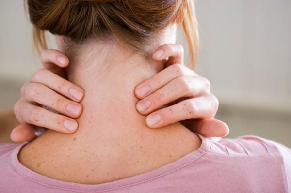Witwenbuckel Rückenschmerzen Kyphose Wirbelsäule Rundrücken