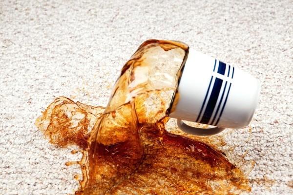 kaffeflecken entfernen flüssigkeiten entfernen